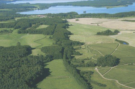 Blick von Südwesten, im Hintergrund Lieps und Tollensesee (Bild mit freundlicher Genehmigung (c) Demmler Verlag)