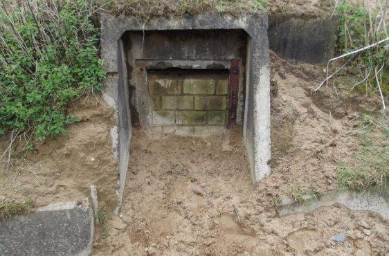 Vor den Bauarbeiten: Dieser Bunker ist vollständig verschlossen. Quartierbetreuer können so nicht zu Kontrollzählungen in die Innenräume gelangen.