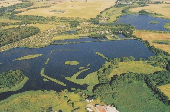 Blick von Westen auf den Viereggenhöfer Teich (Bild mit freundlicher Genehmigung © Demmler Verlag)