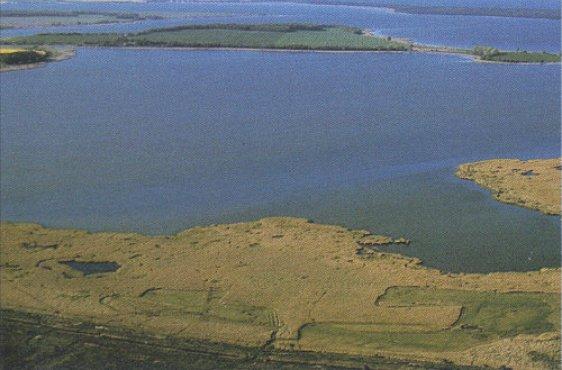 Blick von Südosten; Bildmitte Halbinsel Liddow
