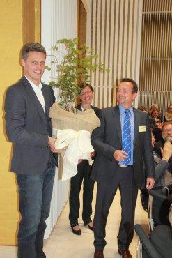 """Sebastian Lorenz und Kerstin Breuer übergeben """"Jungen Riesen"""" an Björn Schwake"""