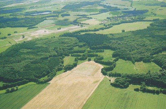 Eldetal zwischen den Orten Kuppentin (Bildmitte hinten) und Gallin (Bild mit freundlicher Genehmigung © Demmler Verlag)